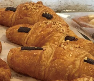 クロワッサンショコラ みさとのパン工房SAKURA