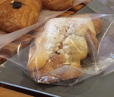 クロワッサンダマンド みさとのパン工房SAKURA