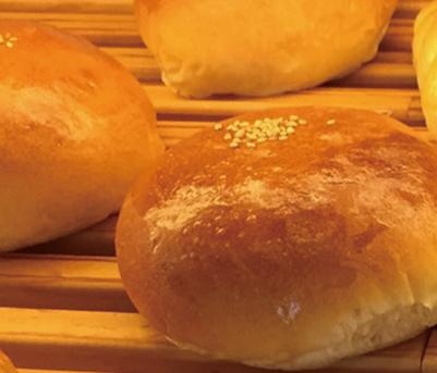 小豆つぶあんぱん みさとのパン工房SAKURA