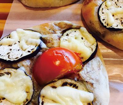 夏野菜カレーパン みさとのパン工房SAKURA