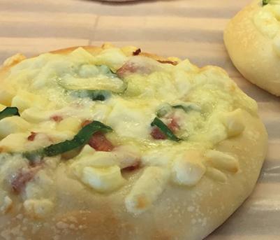 チーズピザ みさとのパン工房SAKURA