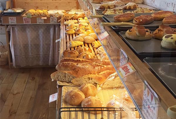 みさとのパン工房SAKURA店内